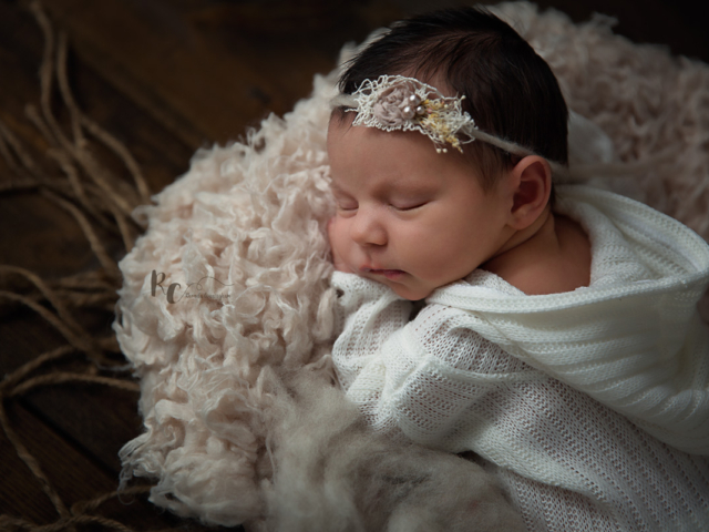 Rustic newborn portrait by Rhonda Cunningham Photography, Lexington Ky newborn photographer